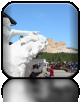 Pomnik Szalonego Konia - wodza plemienia Dakotów Oglala (na pierwszym planie finalna rzeźba wykonana w gipsie, a w oddali oryginał, które jest rzeźbiony od 65 lat przez rodzinę Ziółkowski)